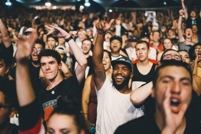 AI crowd management